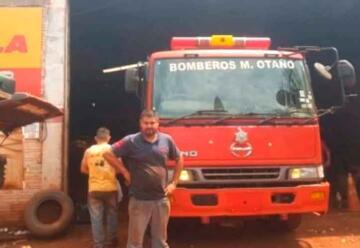Mecánico arregló móvil gratis a los bomberos