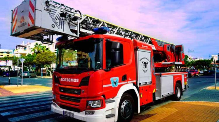 Nuevo camión para el Parque de Bomberos de Roquetas