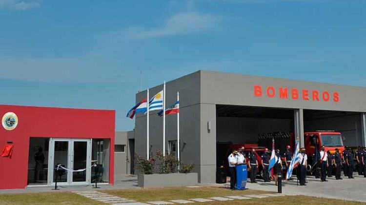Inauguran destacamento de bomberos en barrio Carrasco