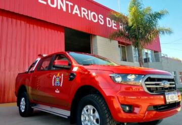 Bomberos Voluntarios presentan su nueva camioneta