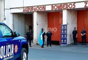 Se entregaron 4 camionetas a Bomberos de la Policia