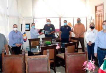 Donan bomberos de Loreto equipo de reanimación cardíaca