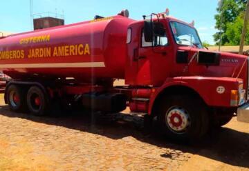Bomberos de Jardín América incorporaron un camión cisterna