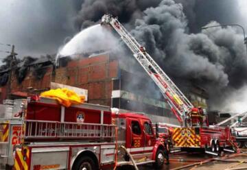Bomberos combatieron incendio que se registro en La Victoria