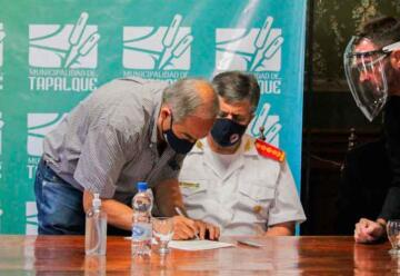 Federación de Bomberos firmó la escritura de su predio en Tapalqué