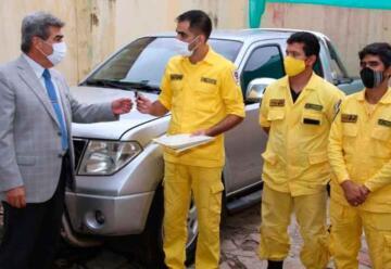 Entregan camioneta a Bomberos Voluntarios de Piribebuy