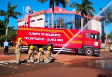 Bomberos Voluntarios de Santa Rita reciben carro hidrante
