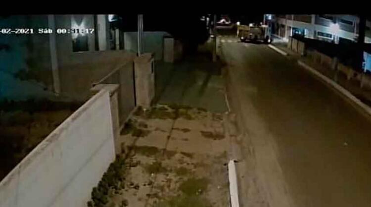 Un motociclista falleció aplastado por un camión de bomberos