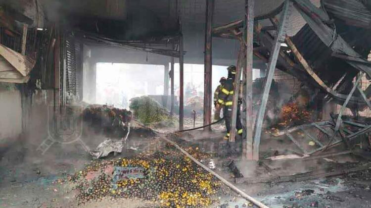 17 galpones del Mercado Mayorista de Quito afectados por un incendio