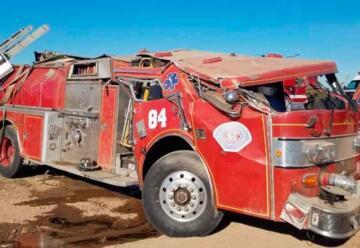 Vuelca camión de Bomberos en Valle de Mexicali