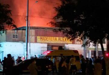 Incendio movilizó a más de 20 unidades de Bomberos