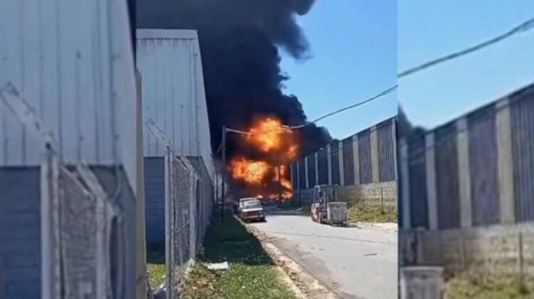 Bomberos combaten un incendio en el Polo Industrial