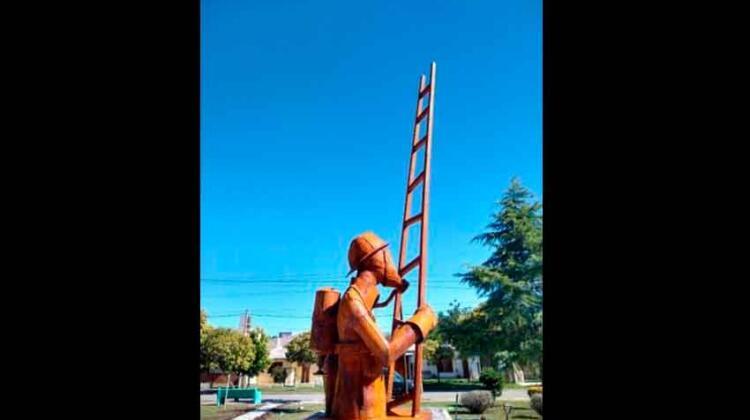 Monte Cristo cuenta con una plaza que brinda su homenaje a los bomberos