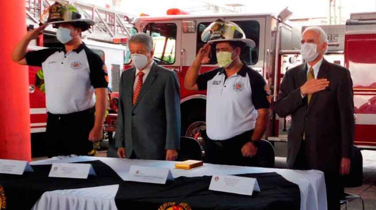 Bomberos Voluntarios reciben unidad contra incendios