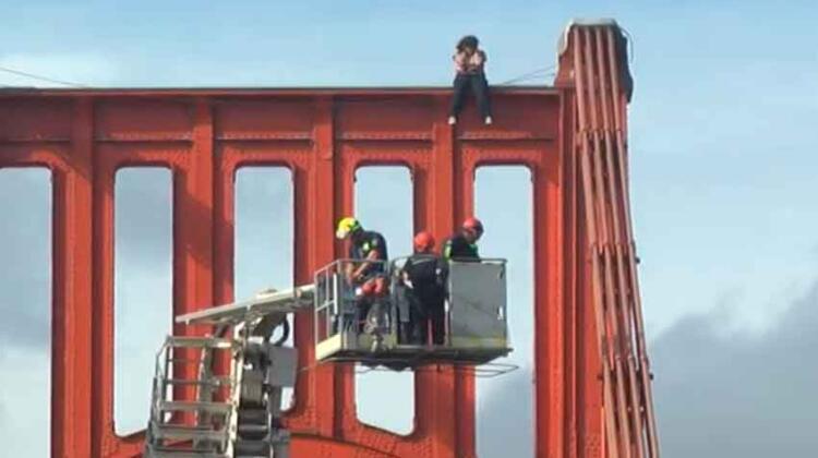 Rescataron a mujer que pretendía arrojarse de Puente Colgante