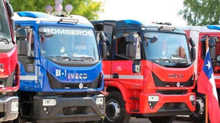 Bomberos de Buin, Curacaví, Til Til e Isla de Maipo reciben nuevos carros