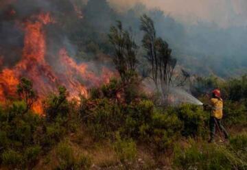 El incendio El Bolsón está descontrolado y amenaza barrios