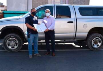 Municipalidad donó camioneta a Bomberos de Mejillones