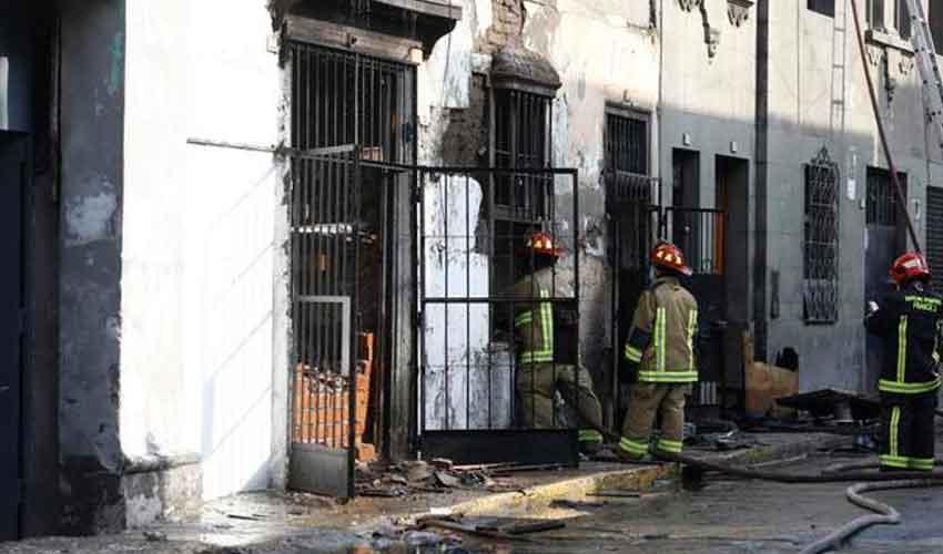 15 unidades de bomberos controlan incendio en quinta
