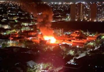 2 bomberos y un civil lesionados tras incendio a inmuebles