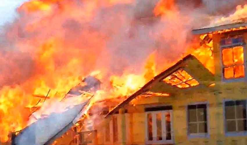 (Biblioteca) Construcciones ligeras y la seguridad del bombero