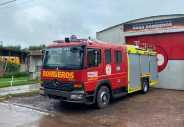 Bomberos Voluntarios Mariano Acosta con nuevo autobomba