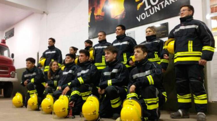 Equipamiento nuevo para los bomberos egresados en el 2020