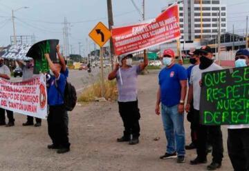 Bomberos de Durán protestan por despidos