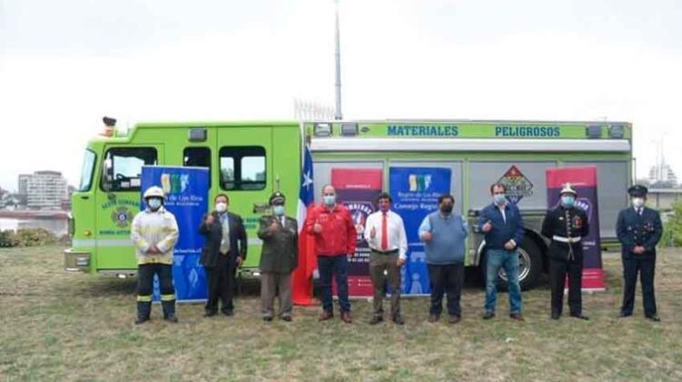 Bomberos de Valdivia recibieron oficialmente nuevo carro