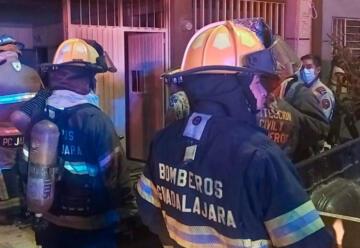 Bomberos de Guadalajara rescata a 20 personas de incendio