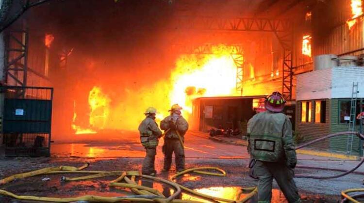 Buenos Aires: Incendio en una papelera de Don Torcuato