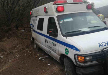 Ambulancia y bomberos sufren accidente al atender emergencia