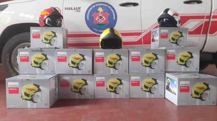 Bomberos Voluntarios de Las Varillas con nuevos cascos