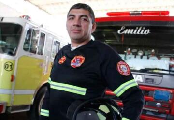 Es persona de riesgo y sigue trabajando de bombero voluntario