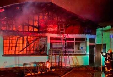 Incendiaron una escuela: bomberos fueron recibidos a balazos