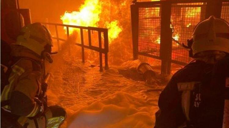 Incendio en un depósito de aceite en Alicante
