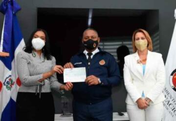 Realizan donación al Cuerpo de Bomberos del Distrito Nacional