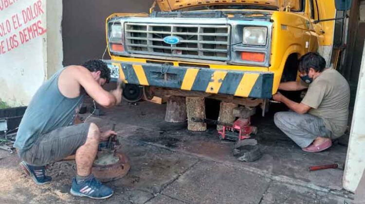 Con dos autobombas fuera de servicio y sin fondos para repararlos
