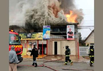 Incendio consume supermercado local en Quintero