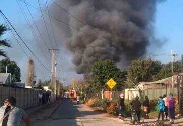 Dos bomberos lesionados dejó incendio registrado en San Pedro