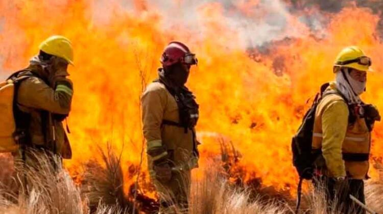 Cada 2 de junio se celebra en todo el país el Día del Bombero Voluntario. La fecha rinde honor a la fundación del primer cuerpo de bomberos voluntarios del barrio porteño de La Boca.