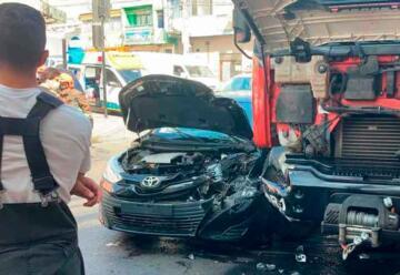 Cinco lesionados tras colisión de carro de Bomberos con un colectivo