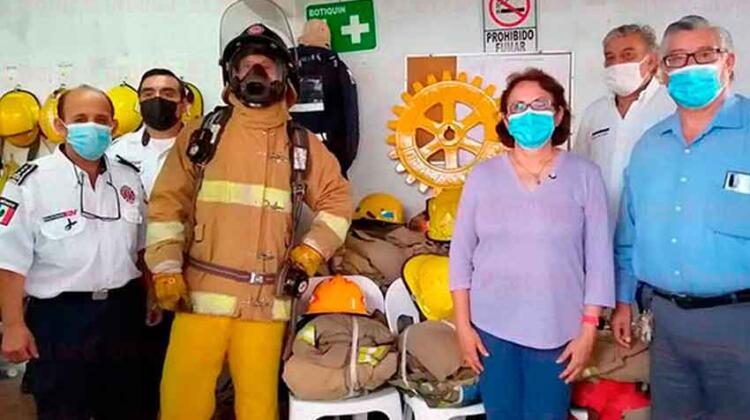 Desde EU llegan uniformes especiales para bomberos de Fortín