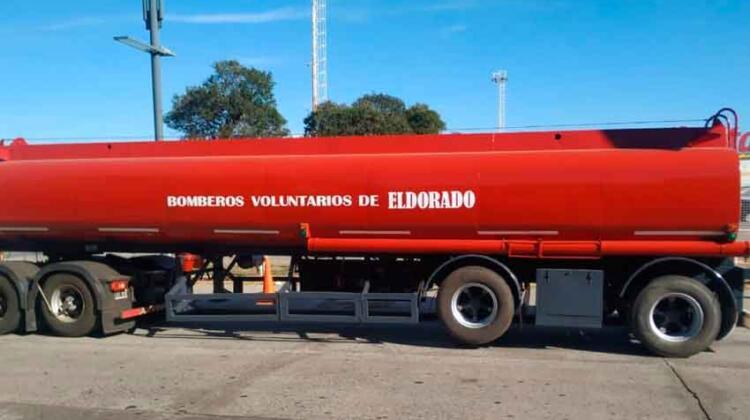 Bomberos Voluntarios de Eldorado recibieron un nuevo tanque cisterna