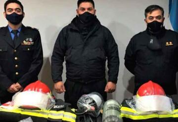 Bomberos de la Policía de Santa Cruz reciben equipamiento