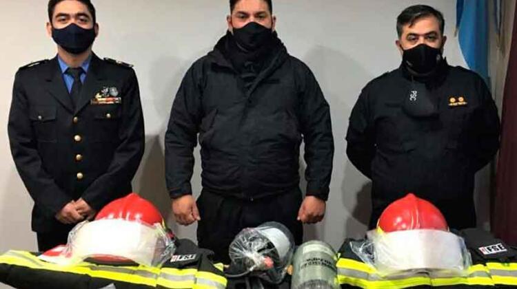 Bomberos de Santa Cruz reciben equipamiento