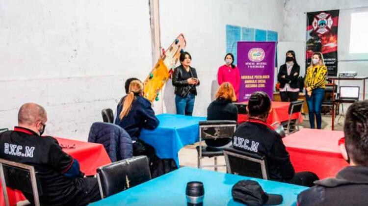Capacitación a Bomberos Voluntarios sobre violencia de género