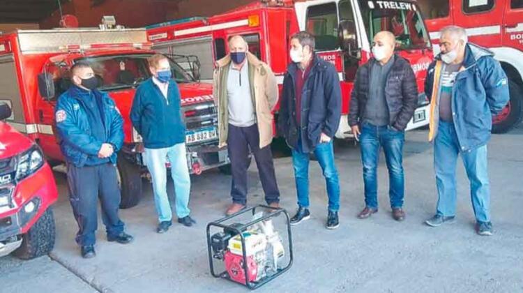 Donan equipamiento a Bomberos Voluntarios de Trelew