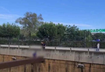 Un bombero consigue evitar que un hombre salte al vacío