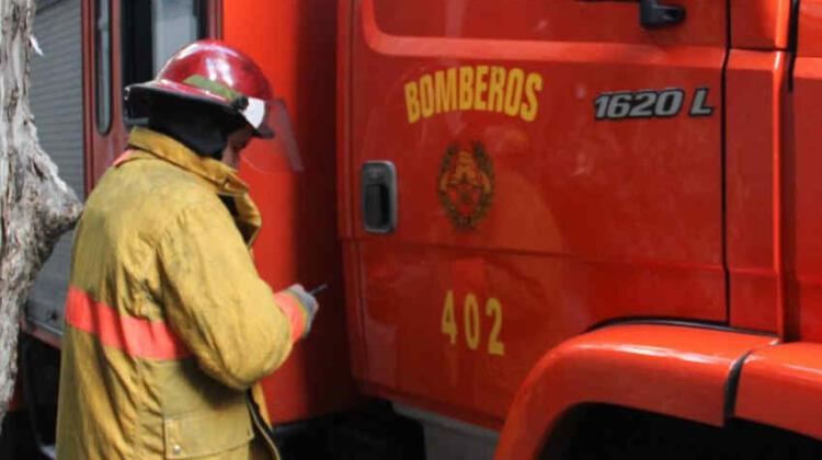 Arrojaron una bomba molotov al Cuartel de Bomberos de Maroñas